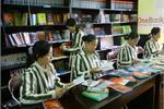 Trao tặng thư viện sách cho phạm nhân